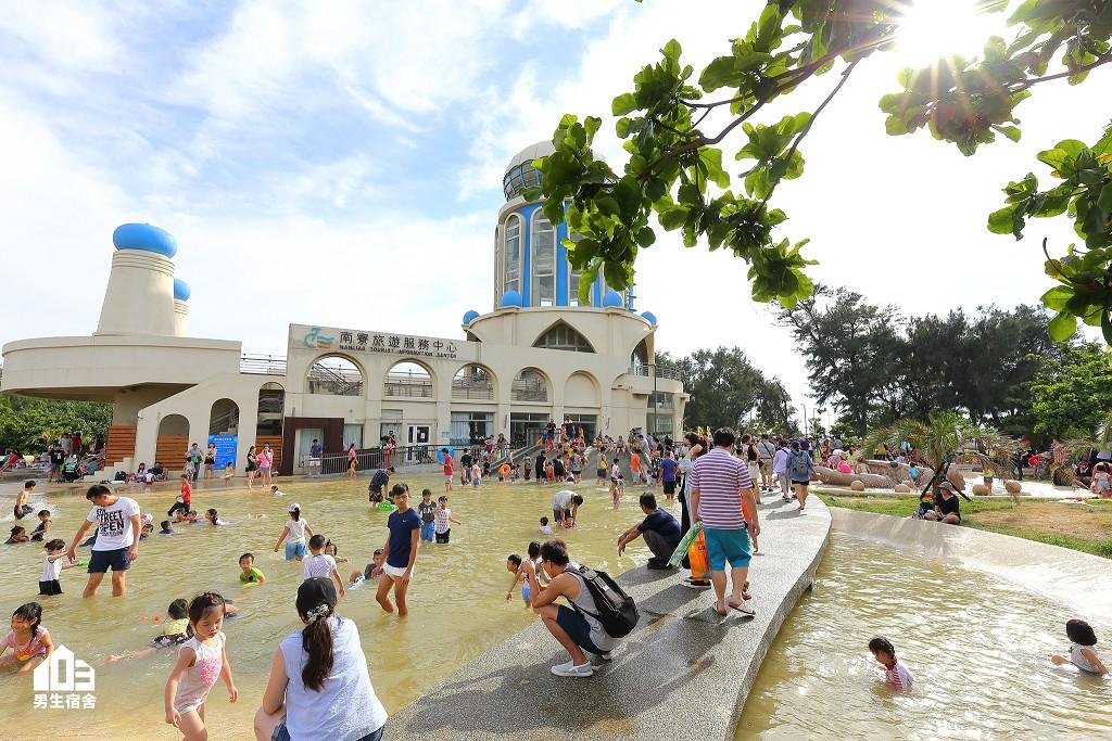 新竹景點|南寮漁港親子沙灘戲水區、魚鱗天梯賞夕陽